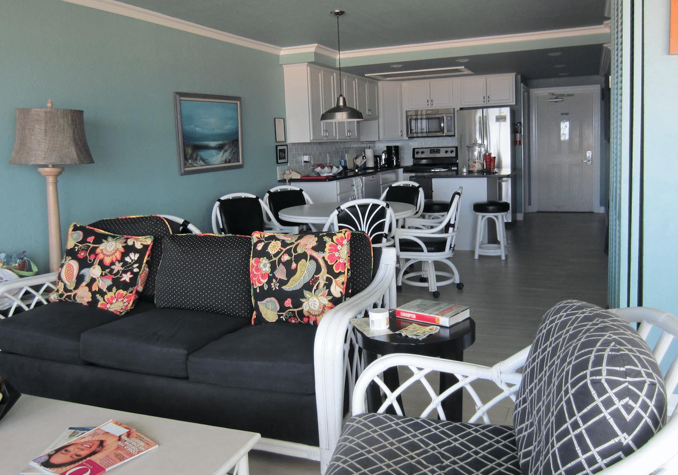 Gulfstream condo living area